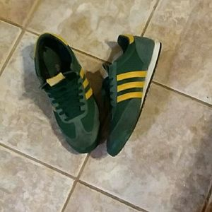 Rare Adidas dragons green & yellow size 12 mens